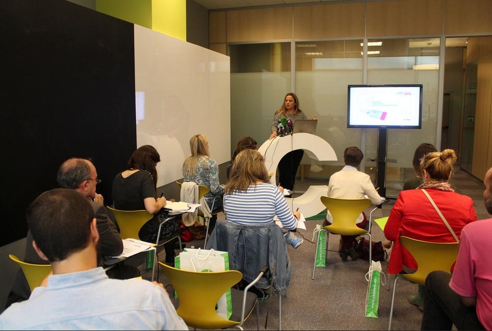 Liliana Marsán, responsable del Observatorio Cetelem, en la presentación a los medios del informe sobre consumo en España de 2014.